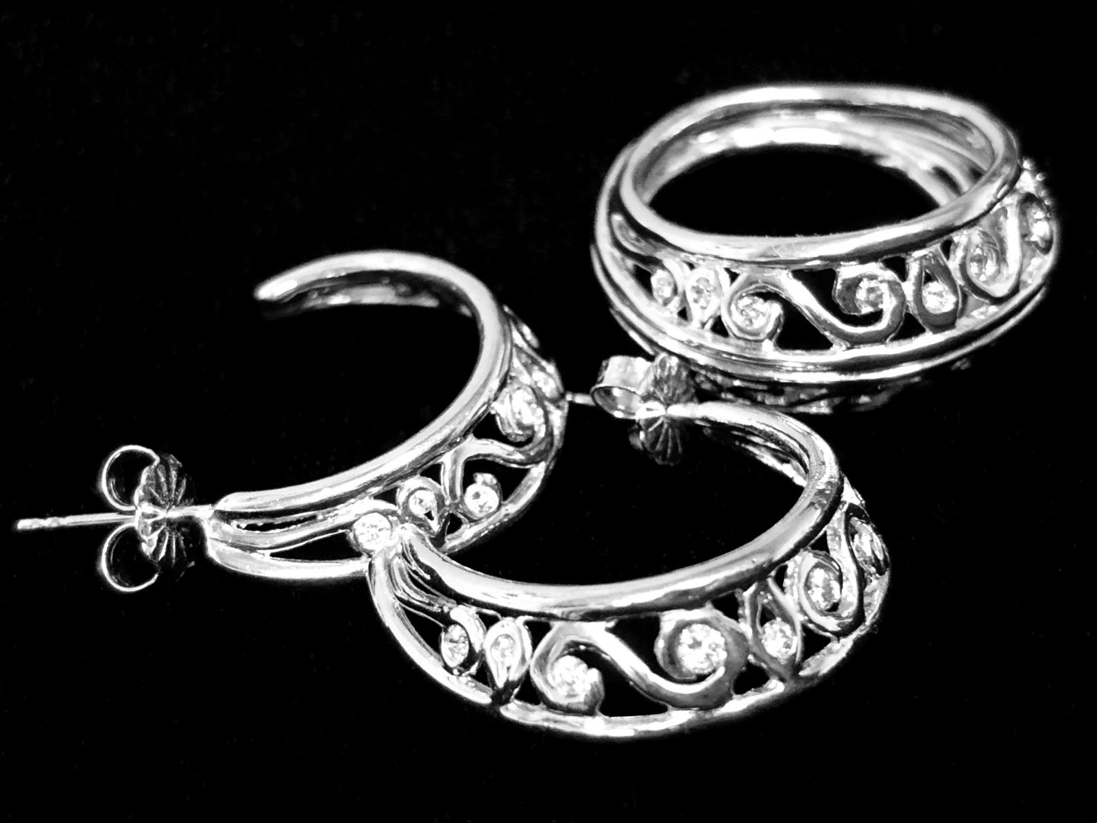 Ring and Eearring set White Gold diamonds