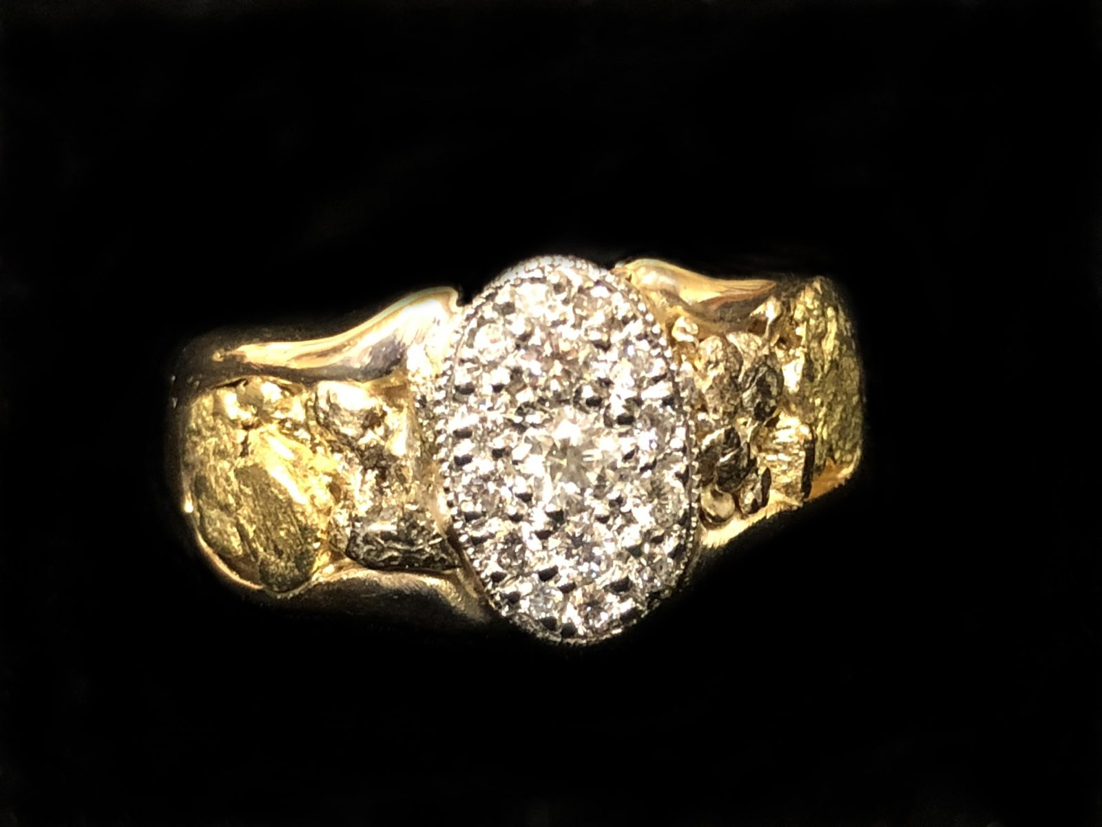 Ring gents gold nugget and pave diamond